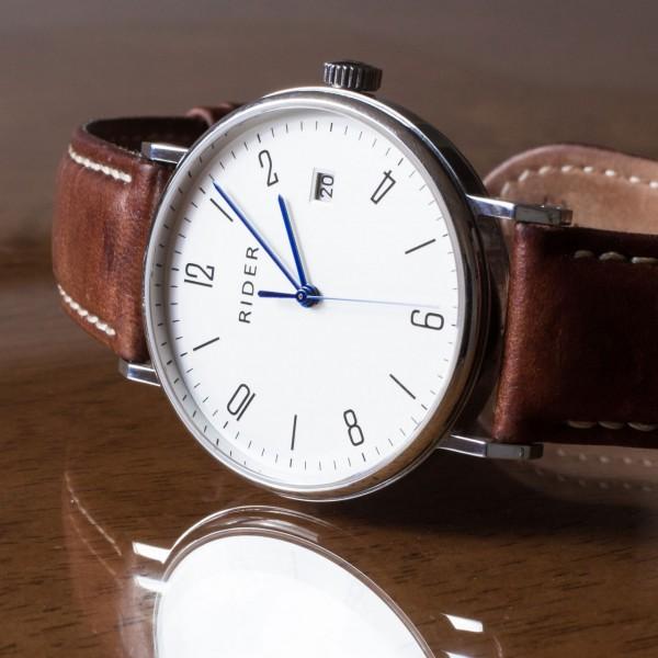 Hauptartikel Uhr mit Eigenschaften